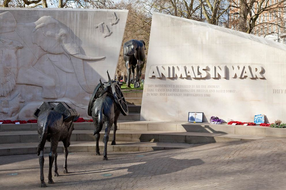 Animals in War Memorial, foto via link
